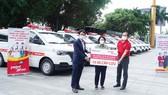 Tập đoàn Sovico tặng 10 xe cứu thương, chuyên chở hàng ngàn y bác sĩ, tặng hàng trăm ngàn suất cơm tại TPHCM