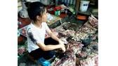 Xử nghiêm 2 phụ nữ hắt chất bẩn vào người bán thịt heo giá rẻ