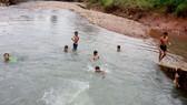 Trẻ nhỏ bơi lội ở những nơi không an toàn làm gia tăng nguy cơ đuối nước