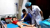 Bắt giam y sĩ hành nghề không phép làm 103 trẻ bị sùi mào gà