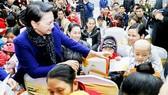 Chủ tịch Quốc hội Nguyễn Thị Kim Ngân chúc tết cán bộ hưu trí của Quốc hội