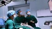 Ứng dụng thành công phương pháp phẫu thuật nội soi tuyến giáp một lỗ