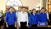 8 bị cáo tại phiên tòa xét xử vụ án gian lận điểm thi THPT ở Sơn La