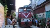 Hà Nội huy động nhiều quận huyện dẹp quán cà phê đường tàu