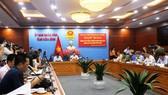 Quang cảnh buổi họp báo của UBND tỉnh Hòa Bình về vụ đổ trộm dầu thải làm ô nhiễm nguồn nước