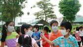 """Không khí Hà Nội ô nhiễm mức """"nguy hại"""", học sinh có thể nghỉ học"""