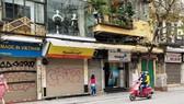 Hà Nội yêu cầu đóng cửa tất cả cửa hàng dịch vụ không thiết yếu