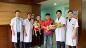 Bác sĩ Việt Nam cứu sống bệnh nhi người Lào có u nang lớn ở phổi