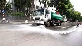 Ô nhiễm, nóng bức, Hà Nội chi hơn 114 tỷ để rửa đường ở 30 quận huyện