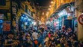 Yêu cầu các bar đông người ở khu phố cổ Tạ Hiện dừng hoạt động để phòng chống dịch Covid-19