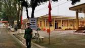 Một cơ sở cách ly người nhập cảnh của quân đội được bảo vệ, quản lý nghiêm ngặt