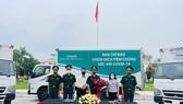 Bàn giao xe tải lạnh chuyên dụng chở vaccine Covid-19 cho 7 Quân khu