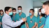 """Thủ tướng kiểm tra bệnh viện dã chiến hiện đại điều trị Covid-19 và thị sát """"điểm nóng"""" ở Hà Nội"""