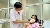 Kỳ tích bác sĩ Việt Nam: Nuôi dưỡng thành công trẻ sinh non nhỏ như chiếc xi lanh