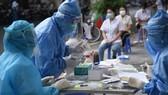 Hà Nội phát hiện 5 ca mắc mới Covid-19 ở cộng đồng, phong tỏa, xét nghiệm hàng ngàn người