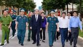 Bí thư Thành ủy TPHCM Nguyễn Thiện Nhân thăm, chúc mừng các đơn vị quân đội