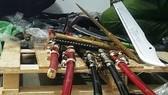 Phát hiện nhiều vũ khí sát thương tại cửa hàng tạp hóa