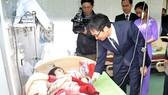 Phó Thủ tướng Vũ Đức Đam thăm các thầy thuốc ở miền núi tỉnh Quảng Trị