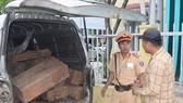 Liên tục phát hiện 2 ô tô vận chuyển gỗ lim, gỗ trắc trái phép