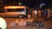 Công an TP Huế bắt xe vận chuyển 600 chai rượu lậu