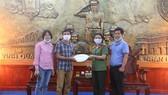 Công an tỉnh Thừa Thiên - Huế tiếp nhận 1.200 bộ bảo hộ phòng chống dịch Covid-19 