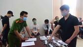 Công an thu giữ tang vật mà 7 đối tượng quốc tịch Trung Quốc sử dụng để đánh bạc