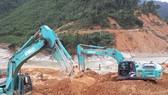 Phương tiện máy móc được huy động tham gia tìm kiếm các nạn nhân mất tích tại thủy điện Rào Trăng 3