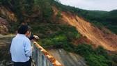 Cơ quan chức năng tỉnh Thừa Thiên - Huế kiểm tra vị trí sạt lở phía hạ du bên trái đập thủy điện Hương Điền 