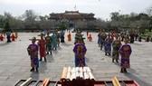 Các quan dâng biểu chúc mừng nhà vua vào ngày mồng Một Tết dưới triều Nguyễn 