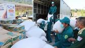 Hàng hóa và trang thiết bị y tế tặng nước bạn Lào chống dịch Covid-19 