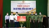 Công an tỉnh Thừa Thiên - Huế trao số tiền 1 tỷ đồng ủng hộ đồng hương tại TPHCM và các tỉnh phía Nam đang gặp khó khăn do dịch Covid-19