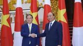 Thủ tướng Nhật Bản bắt đầu chuyến thăm chính thức Việt Nam
