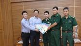 Tặng báo xuân và quà tết cho Vùng 2 Hải quân và Bộ đội Biên phòng tỉnh Bà Rịa - Vũng Tàu