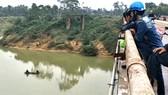 Sau nhiều ngày tìm kiếm, sáng 13-11 đã phát hiện được thi thể anh Trần Văn H. trên sông Ngàn Sâu