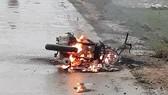 Chiếc xe máy của cô Phương bị cháy tại hiện trường