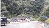 Nhiều địa điểm trên tuyến quốc lộ 8A qua huyện Hương Sơn, tỉnh Hà Tĩnh bị hư hỏng xuống cấp