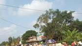 Nhiều người dân đến chia buồn, dự đưa tang sản phụ Nguyễn Thị H.