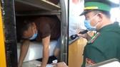 Lực lượng Trạm Kiểm soát Biên phòng Cửa khẩu Quốc tế Cầu Treo dừng kiểm tra phương tiện nhập cảnh từ Lào về Việt Nam