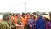 Phó thủ tướng Trịnh Đình Dũng kiểm tra công tác ứng phó mưa lũ tại Hà Tĩnh