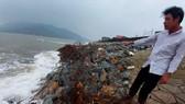 Người dân lo lắng kè biển Cẩm Nhượng bị sạt lở mới chỉ gia cố tạm thời
