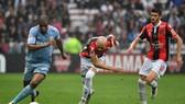 Các hậu vệ cánh của AS Monaco (trái) thường xuyên dâng lên quá cao mà thiếu sự cảnh giác ở phía sau. Ảnh: Getty Images