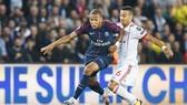 Paris SG (trái) sẽ không để mất điểm trên sân nhà trước chuyến viếng thăm của Bordeaux. Ảnh: Getty Images