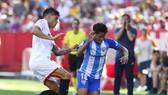 Sevilla (trắng) giành chiến thắng vất vả trước Malaga.Ảnh: Getty Images
