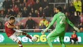 Korey Smith thoải mái ghi bàn giúp Bristol City giành chiến thắng muộn. Ảnh: Getty Images