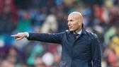 Thầy trò Zidane thật sự bất lực trong cuộc đua vô địch. Ảnh: Getty Images.