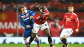 """Man.United - Stoke City 3-0: Thắng dễ, Pogba """"hù dọa"""" Man.City"""
