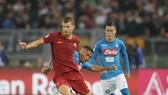Edin Dzeko (trái) vẫn đang đạt phong độ tốt tại AS Roma. Ảnh: Getty Images