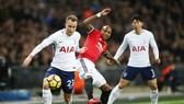 Christian Eriksen (trái) đã cùng Tottenham kết thúc cơ hội vô địch của Man.United. Ảnh: Getty Images