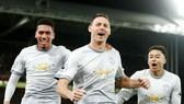Nemanja Matic (giữa) mừng bàn thắng quan trọng cho Man.United. Ảnh: Getty Images