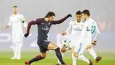 PSG (đen) đã để thua Real, qua đó tan vỡ giấc mơ vô địch Champions League. Ảnh: Getty Images.